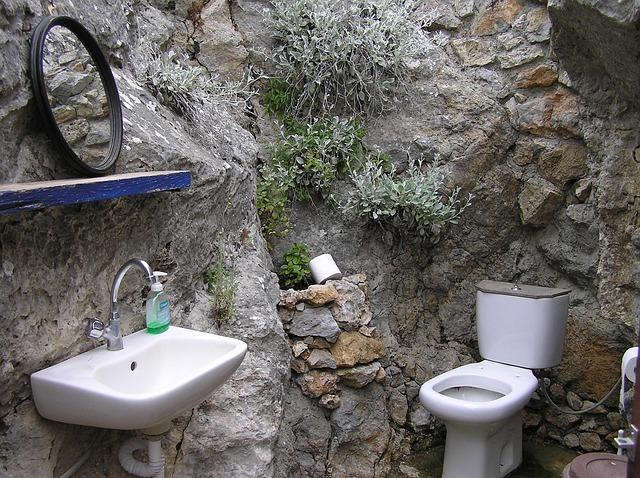 【 airbnb(民泊)トラブル 】トイレのトラブル8000円?、いいえ、5万円です?!(実録!代行業者奮闘記)